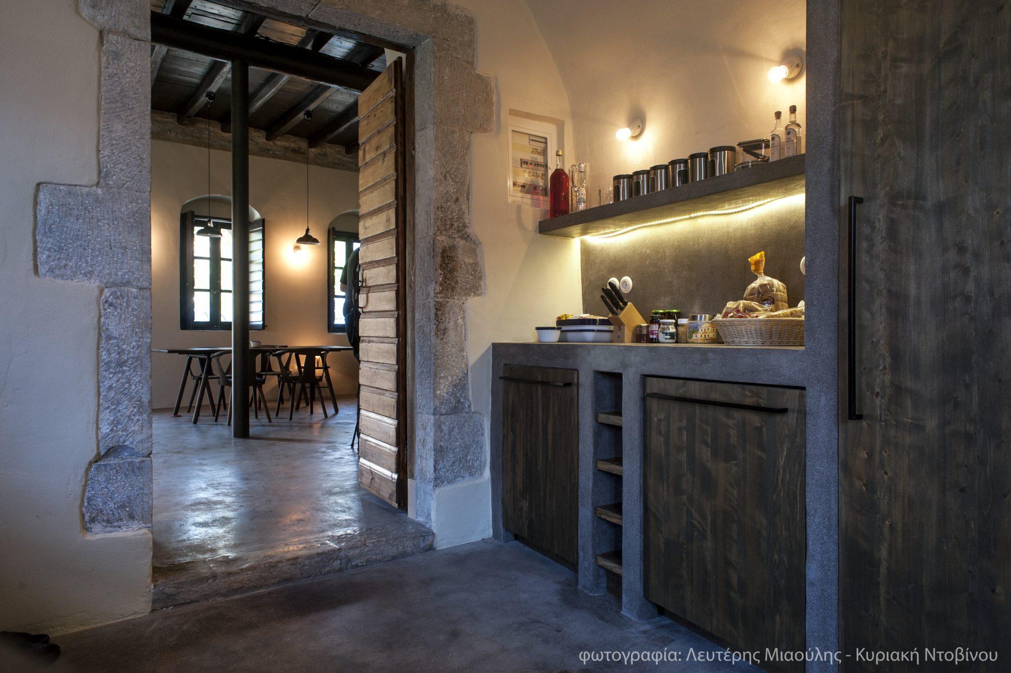Ένα παλιό καφενείο στην Μάνη