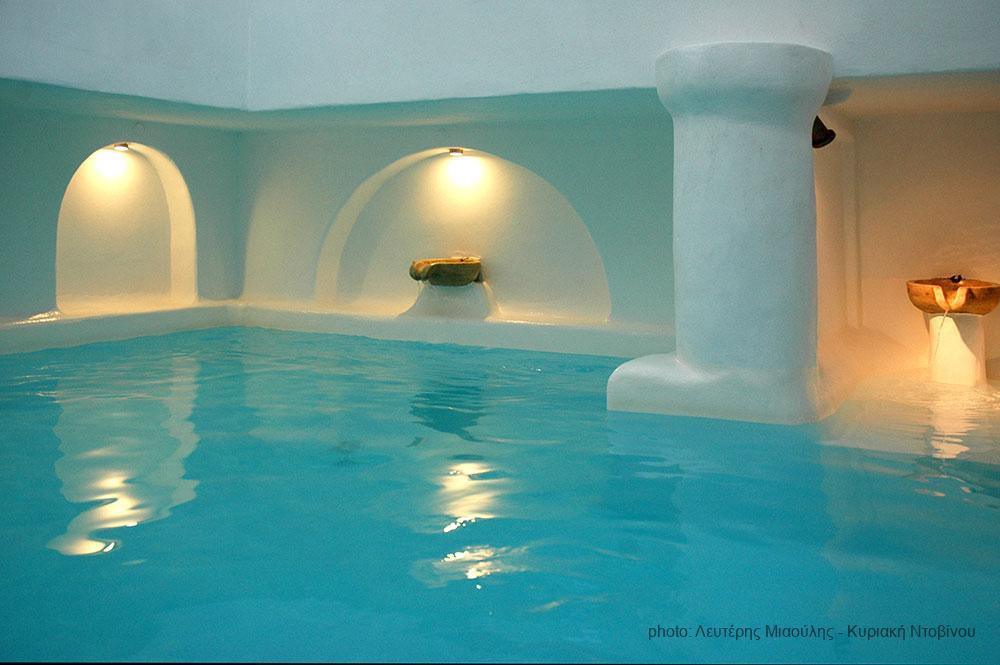 Ξενοδοχείο στην Τήνο, από την Ελένη Ψάλτη
